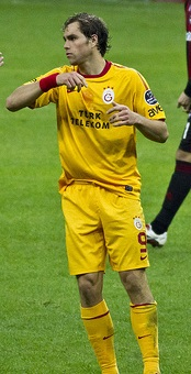 Pulis looks to Elmander